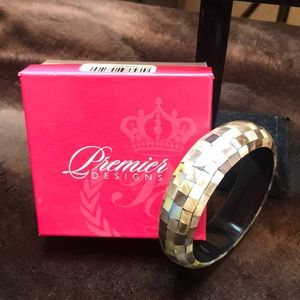 """NEW Gorgeous Mother of Pearl Shelley Bangle 8.5"""""""